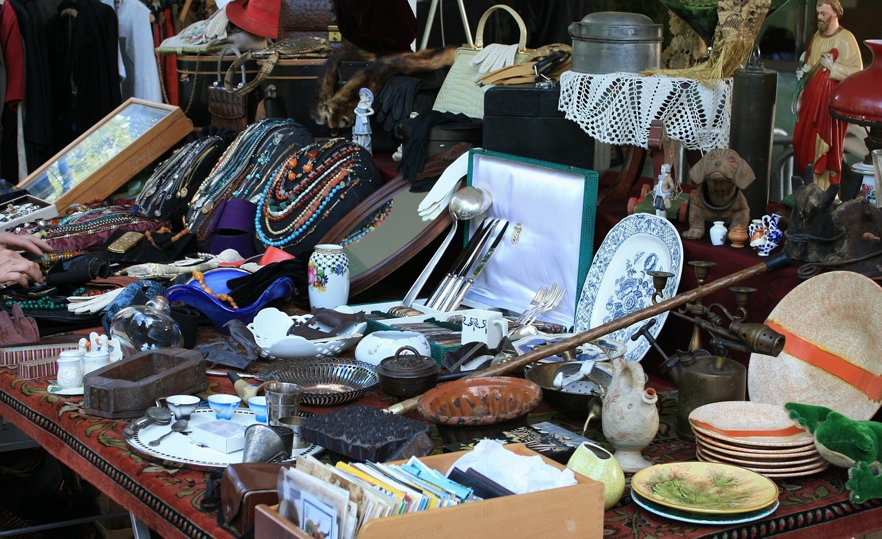 how to make money with flea market